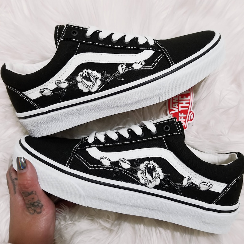 9fc68e8e4d38 Rose Buds White Blk Low-Top Unisex Custom Rose