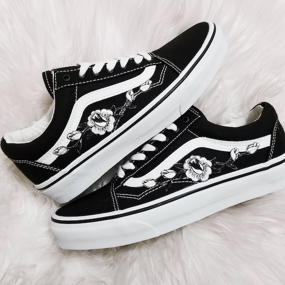 3b8f42042f3f6 Rose Buds White/Blk Low-Top Unisex Custom Rose Embroidered-Patch Vans  Old-Skool Sneakers