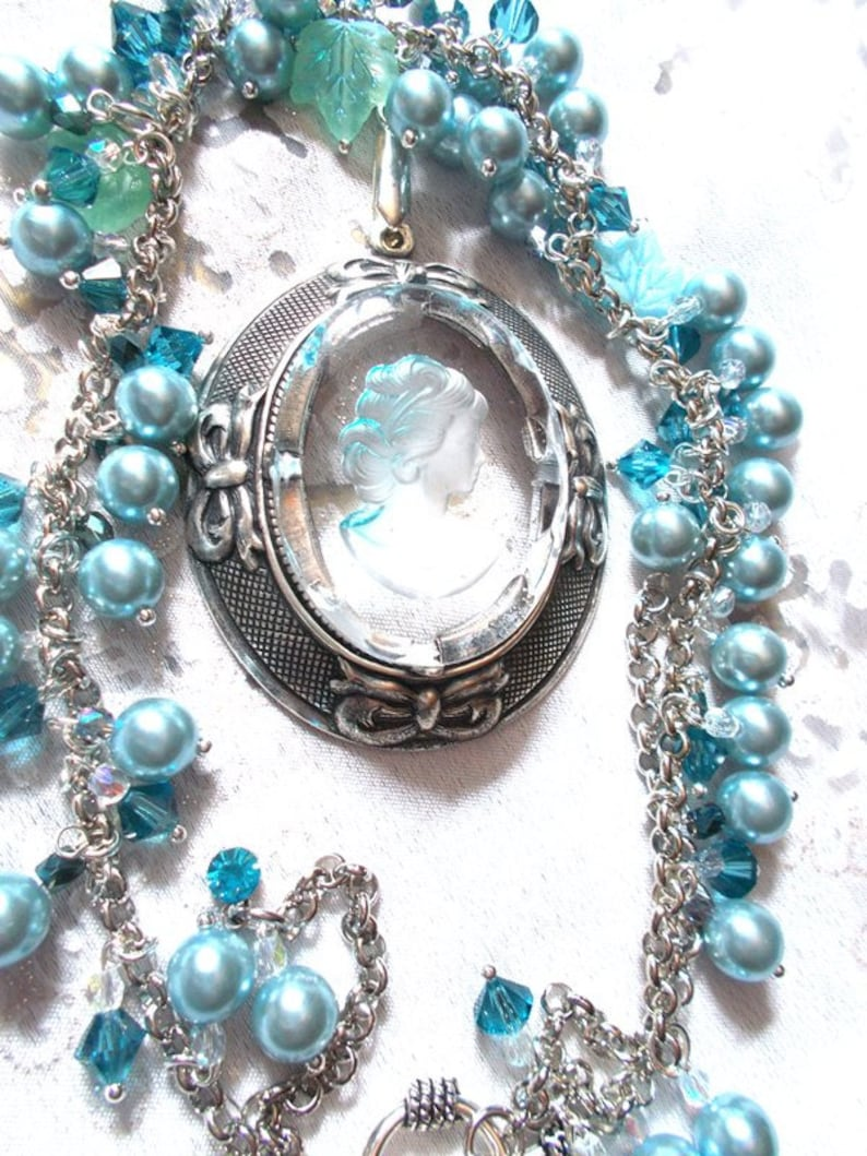 romantic necklace in shades of blue