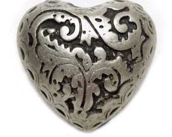 BN1924  engraved silvered heart button