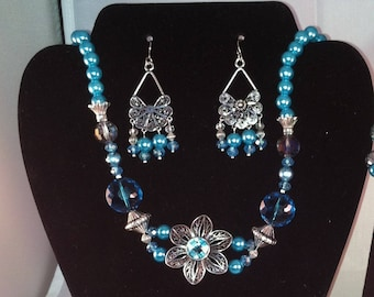 Frosted turquoise pearl daisy necklace set...