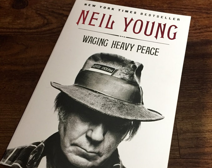 Neil Young Softcover Book  2012  Waging Heavy Peace Bestseller CSYN Woodstock Harvest Moon After the Gold Rush Cortez the Killer Alabama