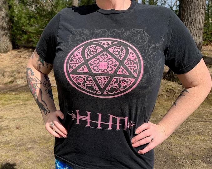 HIM Ville Valo (M) Finnish Metal Heartagram Band Shirt Goth Rock Gothic Metalhead Kat Von D Lacrimas Profundere Tattoos Metal Finland
