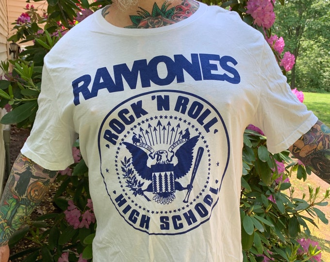 Ramones Band Shirt (Sz-XL) CBGB Punk Hey Ho Lets Go Joey Ramone NYC Cretin Hop Rocket to Russia Road to Ruin Commando New York Dolls Blondie