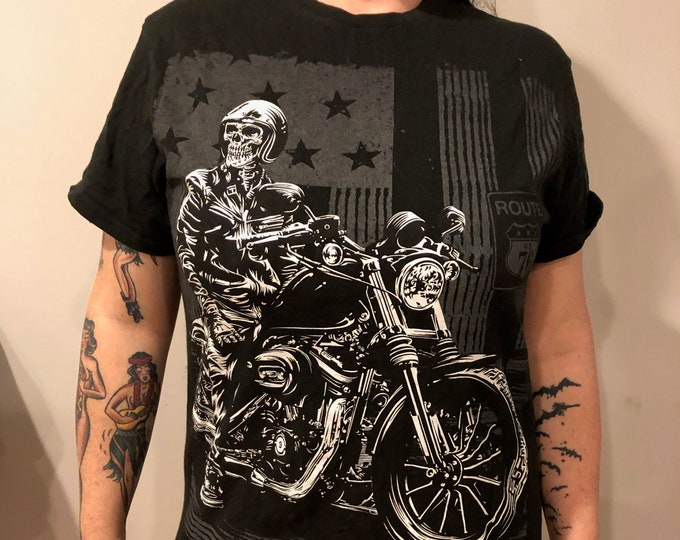 Motorcycle Skeleton Helmet Tshirt (M)  Reaper Biker Bikers Motorcycles Grim Reaper Skull Outlaw Bike Run Road King Sons Of Anarchy SOA Honda