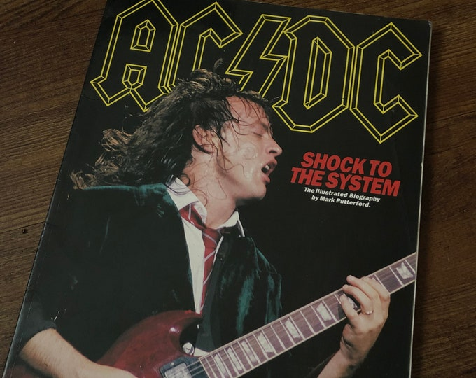 VINTAGE 1992 ACDC Softcover Book Shock To The System Angus Young Malcolm Young Brian Johnson Powerage Back In Black Accept Guns N Roses gnr