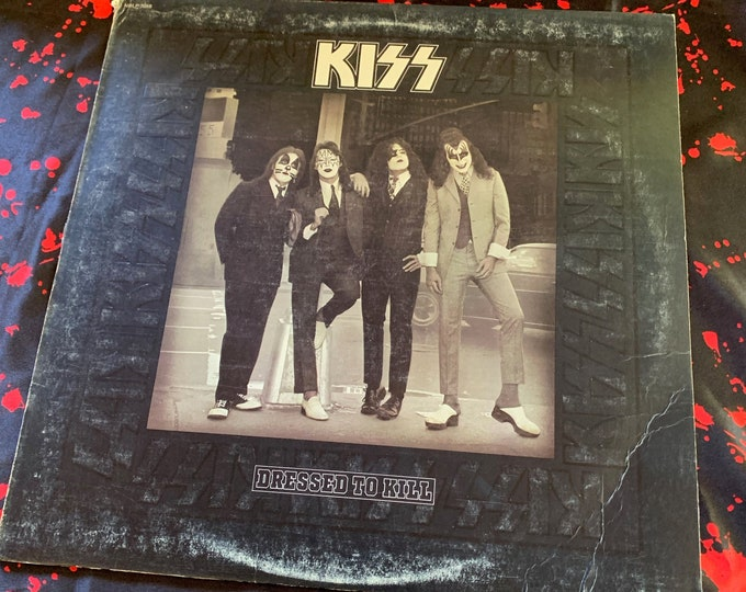 Vintage 1975 KISS Dressed To Kill Album 33 rpm VINYL Gene Simmons Ace Frehley Paul Stanley Peter Criss Casablanca Records Heavy Metal