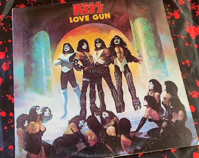 Vintage 1977 KISS Love Gun 33 rpm VINYL W/ Pop Gun Gene Simmons Ace Frehley Paul Stanley Peter Criss Detroit Rock City Record Bob Ezrin