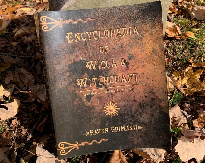 Encyclopedia of Wicca and Witchcraft Witch Witches Softcover Wiccan Witchy Coven Occult American Horror Story Tarot Ouija Gothgirl Spellbook