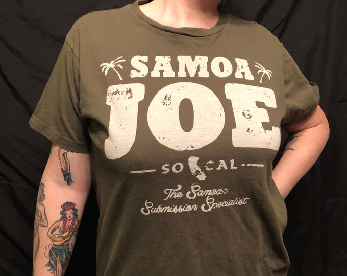 Samoa Joe WWE Wrestling shirt (MED) Samoan Submission Machine Monday Night Raw Smackdown The Sheild Seth Rollins Roman Reigns TripleH TheMiz