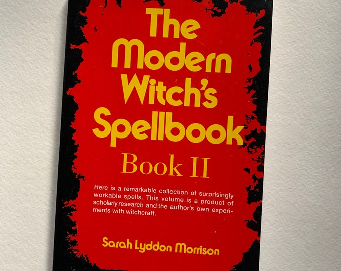 Vintage 1999 Wicca Modern Witch's Spellbook Softcover Book Wiccan Witch Witchcraft Salem Psychic Pagan Pentacle Magic Magick Coven Spiritual