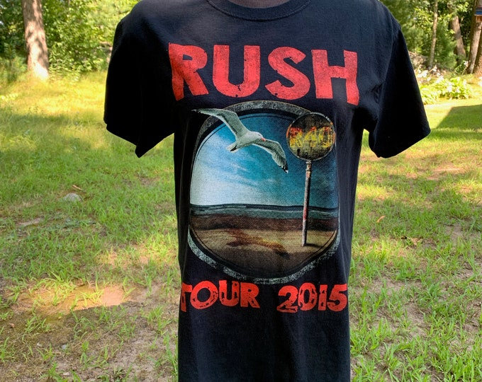 RUSH Bandshirt Geddy Lee 2015 R40 Tour Shirt (M) Prog Rock Canadian Fly By Night Vapor Trails Alex Lifeson Neil Peart Genesis Queensryche