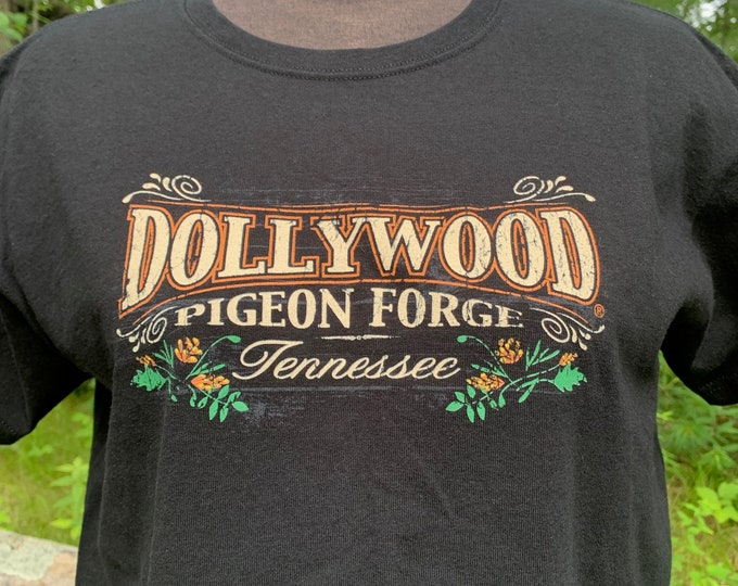 Dolly Parton Dollywood Band Shirt (L) Country Music Nashville Memphis Merle Haggard Willie Nelson Johnny Cash Bob Dylan Reba McEntire CMT