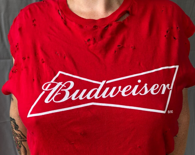 Distressed Classic Budweiser MED Tshirt Beer Coors Anheuser Busch Michelob PBR Labatts Keg Clydesdales  Brewery Canada Brew Guinness Corona