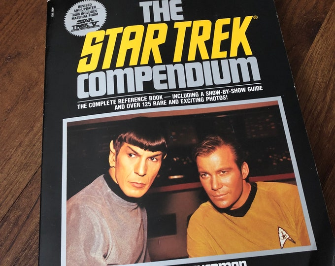 VINTAGE The Star Trek Compendium 1989  Star Trek Sci Fi Leonard Nimoy Vulcan Captain Kirk William Shatner Gene Roddenberry George Takei