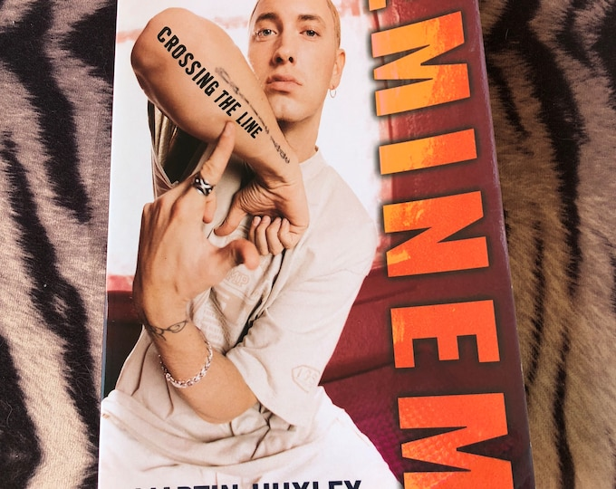 Eminem Crossing the Line Paperback Book eight mile rap rapper hip hop Marshall Mathers Yelawolf Kid Rock Vanilla Ice Tupac Dr Dre Ice Cube