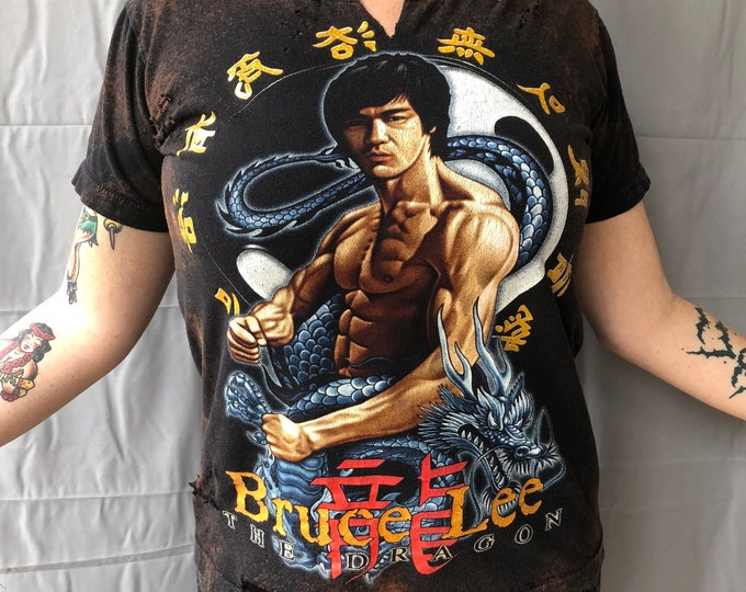 Distressed Bruce Lee  Martial Arts (MED) TShirt  Kung Fu Fitness Dragon Size Small Karate jiu Jitsu Fitness cardio Chuck Norris Self Defense