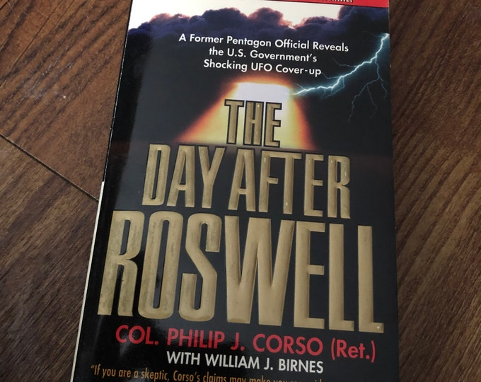 Vintage 1997 The Day After Roswell Paperback Book Alien Flying Saucer Sci Fi Science Fiction Education Air Force Area 51 FBI  Philip J Corso