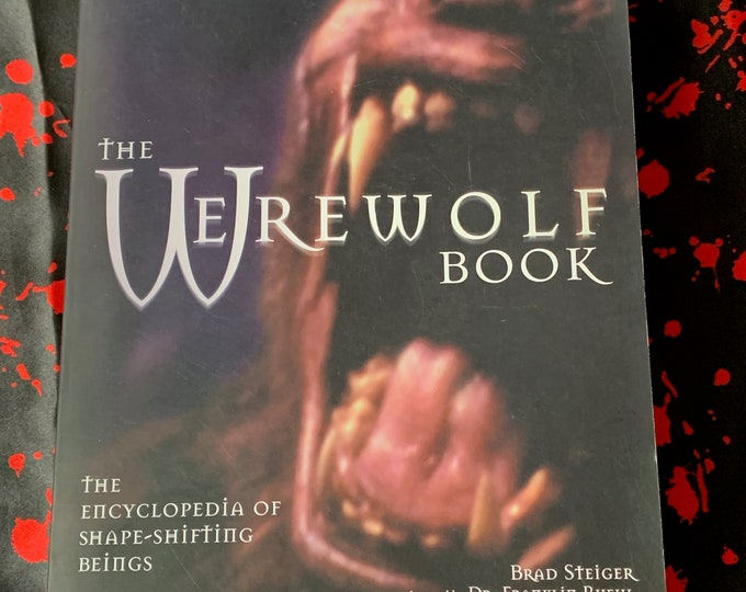 The Werewolf Vintage Book 1999 Softcover The Wolfman Interview With The Vampire Horror Wolf HP Lovecraft Stephen King Bela Lugosi Dracula
