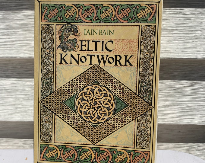 Vintage 1992 Celtic Knotwork Softcover Book Tarot Tattoo Reference Folklore Wicca Witchcraft Wisdom Spiritual Gods Goddesses Fairies Spirit