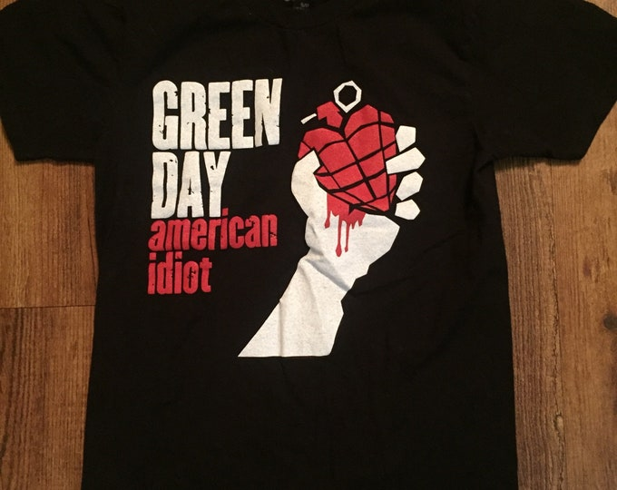 Green Day - Ladies Slim Fit (S) Pop Punk  Billie Joe Armstrong Tre Cool Mike Dirnt American idiot Nimrod guyliner sum 41 blink182 band shirt