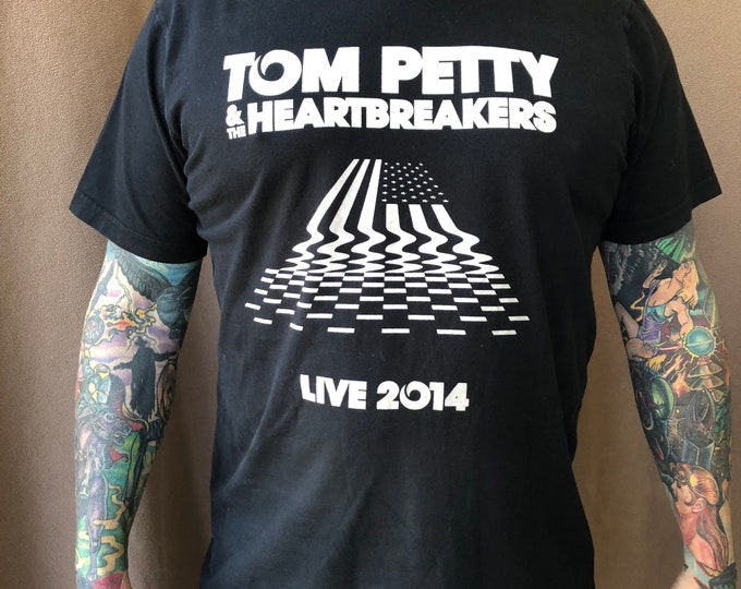 Tom Petty and The Heartbreakers Tour Shirt - (Large) Rock Tee bandshirt free falling traveling wiburys Damn the Torpedos American Girl
