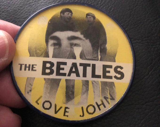 Vintage VariVue Flicker Pin Beatles John Lennon Pinback Button Badge Nostalgia Retro Pins Pinbacks The Beatles Paul McCartney GeorgeHarrison