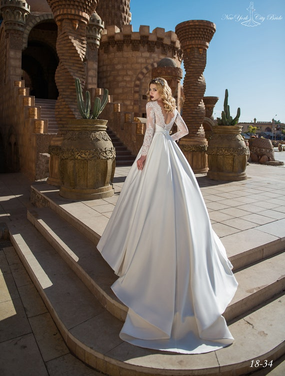 Satin Lace dress dress dress Gown wedding Wedding with train Sleeves from dress wedding NYC Bride Wedding Afnan Wedding Long pawOqOR