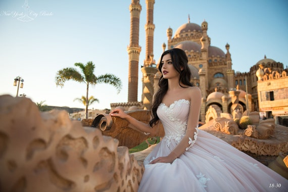 NYC dress train Lace with Wedding Bride dress Munira from wedding dress Wedding xCwqP17tZ