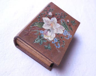 Old vintage wooden handpainted - size 7.5 x 5.3 x 2.5 cm book box