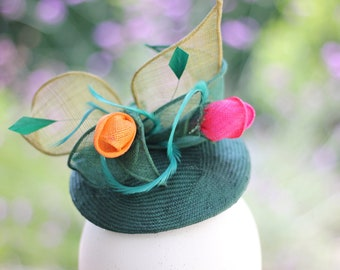 Green Perch Hat, Floral Facinator, Wedding Headpiece, Floral Hatinator, Bridesmaid Floral Fascinator, Green Floral Hairpiece, Mini Hat
