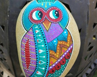 Hand - OWL or blue, red and green OWL painted Pebble / Hand painted pebble - Blue, red and green owl