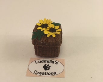 Square box with lid and sunflowers