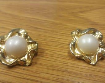 Vintage Goldtone Faux Pearl Earrings - Gold Cluster Earrings - Kitsch Chic Boho