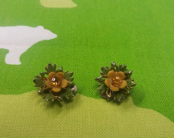 Vintage Metal 1920s Floral Clip On Earrings - Kitsch Chic Boho Spring Wardrobe