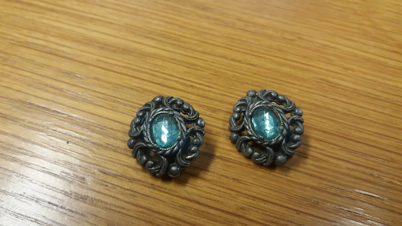 Kitsch Chic Boho Piece Vintage Gothic Inspired Green Stone Clip On Earrings