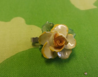 Vintage St David Yellow Flower Daffodil Badge Brooch Kitsch Chic Boho