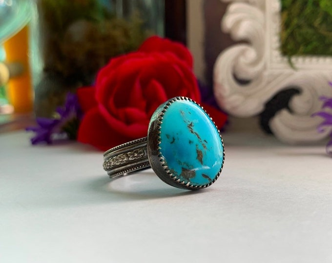 Nevada Turquoise Solitaire ring with flower band, size 8.75