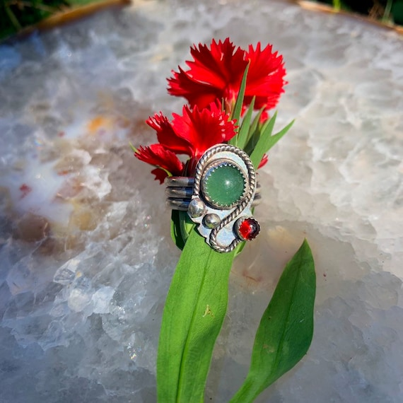 Vine, Aventurine and Garnet sterling silver ring, size 7