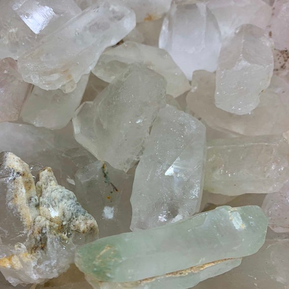 QUARTZ Points // Quartz CRYSTAL // Crystal HEALING // Chakra //Reiki