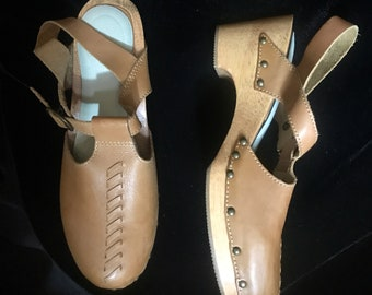ff03008603ecab Vintage Light Brown Leather Clogs with Back Strap Buckle by Predictions  Leather Collection