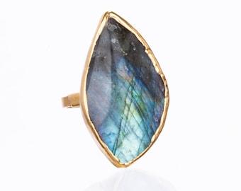 Statement Raw Labradorite Ring, Gold Ring, Labradorite Jewelry, Celestial Jewelry, Labradorite Engagement Ring, Raw Stone Ring