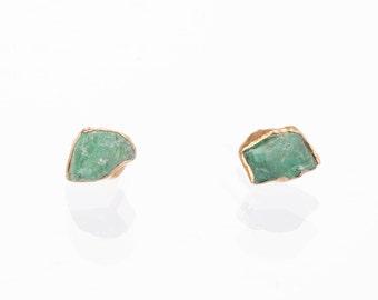 Raw Emerald Earrings, May Birthstone Earrings, Raw Crystal Earrings, Emerald Studs, Boho Earrings, Stud Earrings, Emerald Gold Stud Earrings