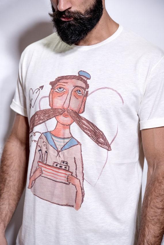 Oeuvre sur un T-shirt, T-shirt, un conception de «Mon marin». Fabriqué à partir de coton 100 %, c'est un T-shirt étonnamment doux. design art T-shirt, t-shirts graphiques pour les hommes b993ba