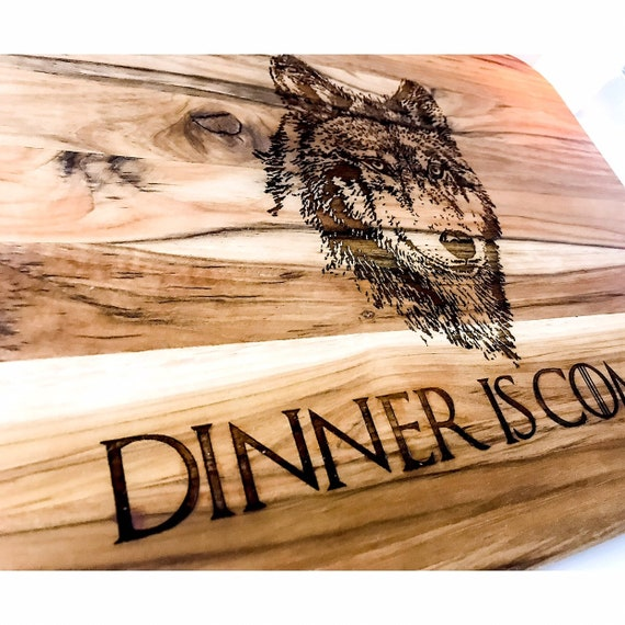 GOT Dinner is coming. Dinner is coming cutting board. Wolf cutting board. Game of thrones. Game of throne gifts. Gift ideas for GOT. Teak
