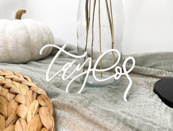 Thanksgiving name card. Calligraphy name. Name cards. Friendsgiving decorations. Thanksgiving decorations. Thanksgiving party supplies. Name