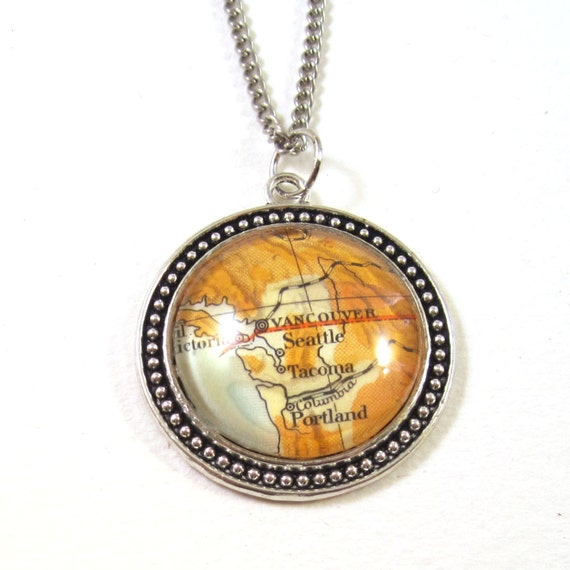 personalized World map necklace - America variations 30 mm