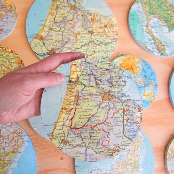 Wooden world map decoration plate.