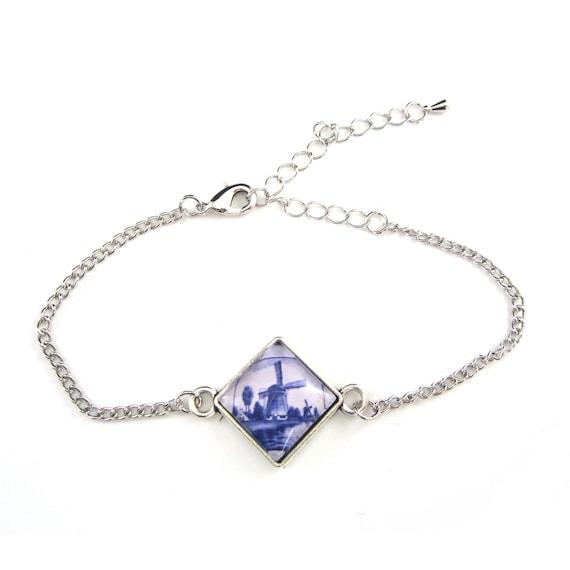 Delft blue bracelet.