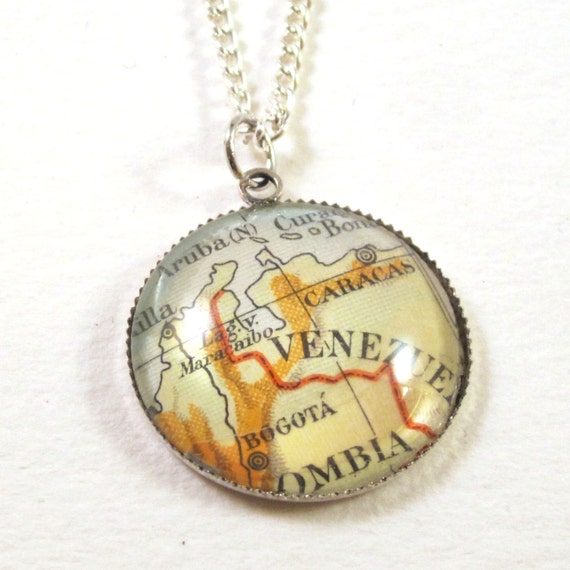 Personalized map Necklace - Latin America variations 20 mm